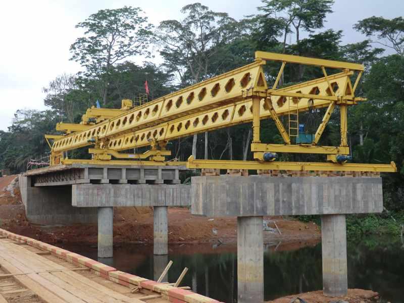 launching girder machine on the bridge piers