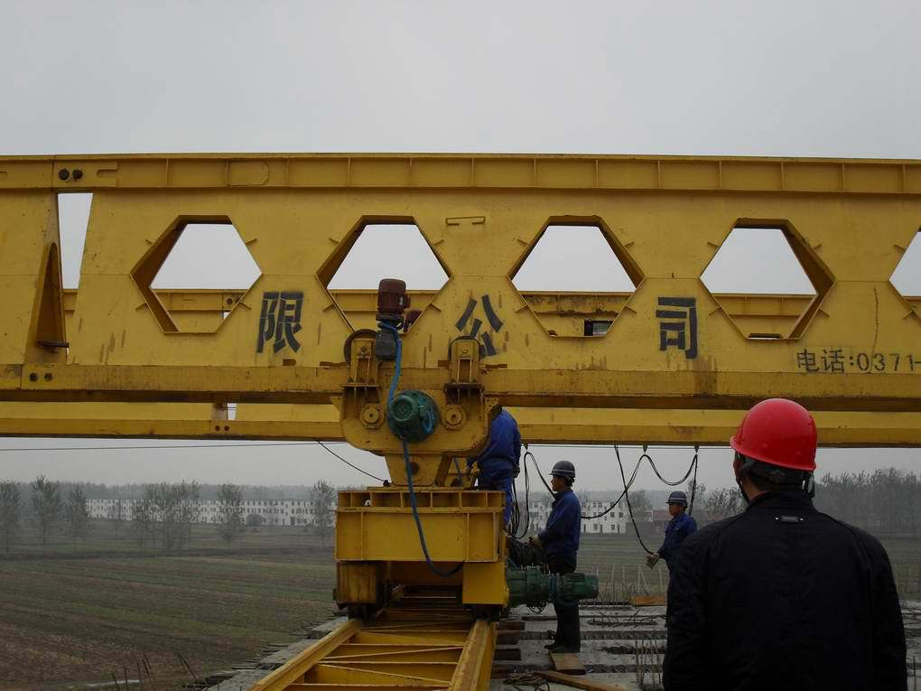 lateral sliding rail of the bridge girder launching gantry