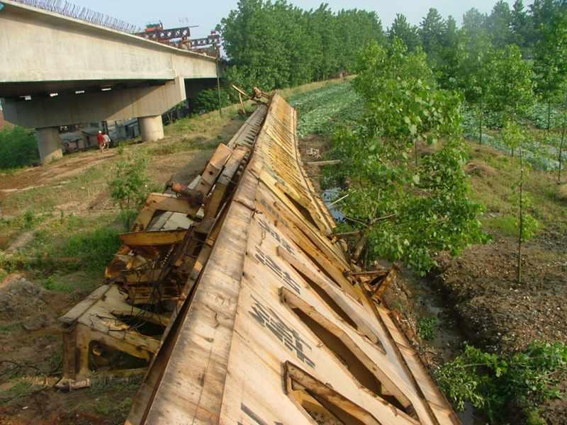 overturn of the bridge girder launcher