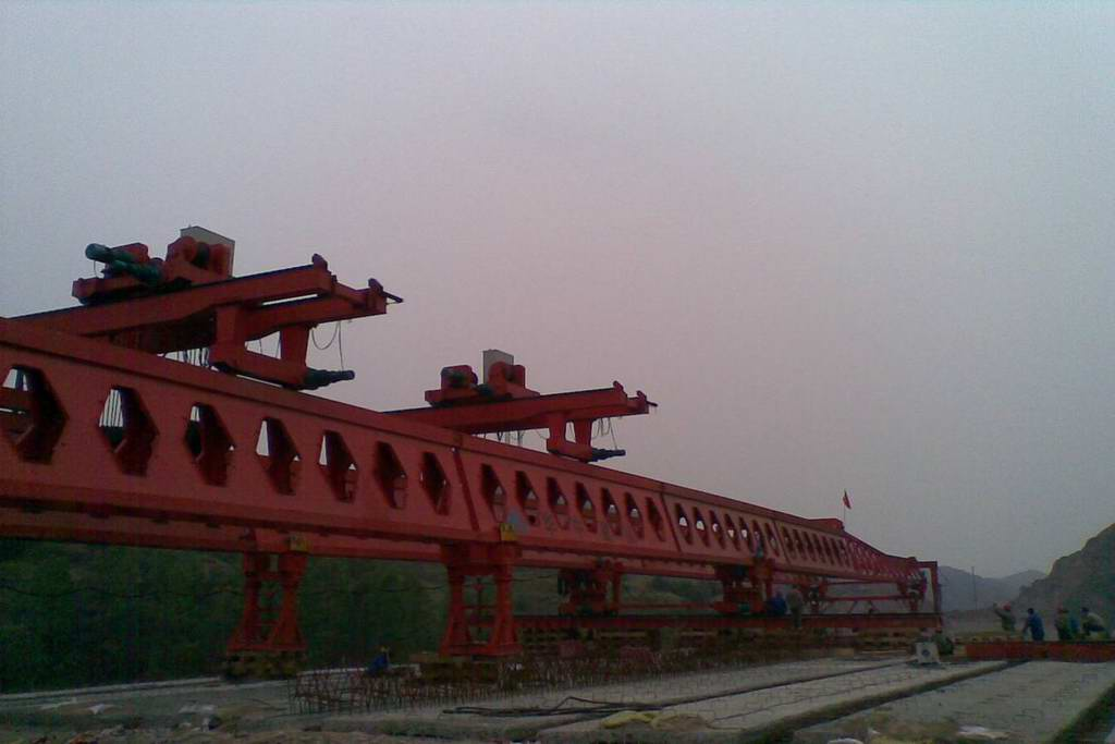 Honeycomb girder launching crane