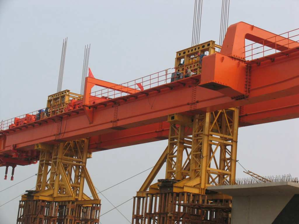 assembly of main girder