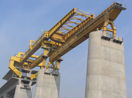 The bridge building crane for high speed railway uses full span method to construct bridge with span 20m,24m and 32m, whole span girder weight 450t-900t, it is specially designed and made by ZZHZ